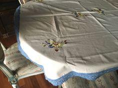 Un preferito personale dal mio negozio Etsy https://www.etsy.com/it/listing/525312839/tovaglia-crisantemi-6-posti-136-x136-cm