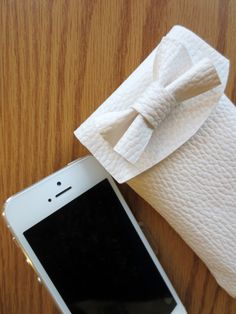 DIY Bow iPhone Pouch