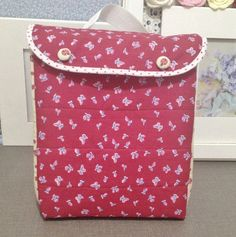 Tutorial Diy, Diaper Bag, Sewing Projects, Lunch Box, Purses, Fabric, Html, Couture, School
