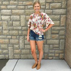 This outfit is perfect for these warmer days!! Comment below with PayPal to purchase and ship or comment for 24 hour hold #repurposeboutique#shoprepurpose#boutiquelove#style#trendy#musthaves#obsessed#fashion#fallready#schoolready#backtoschool