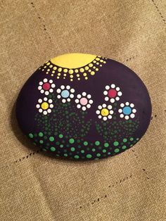 Easy Paint Rock For Try at Home (Stone Art & Rock Painting Ideas) - Pebble painting - Mandala Stone Art Painted Rocks Ideas Rock Painting Patterns, Rock Painting Ideas Easy, Dot Art Painting, Rock Painting Designs, Pebble Painting, Pebble Art, Stone Painting, Diy Painting, Rock Painting Ideas For Kids