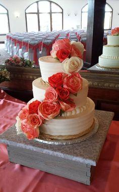 Tiered Wedding Cake. Rustic Wedding. Wedding Cake. Real Flowers Wedding Cake. Summer Wedding. Boho Wedding. Shabby Chic Wedding. On Trend Wedding.