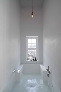 Interior design Minimalist Bath - Here we showcase a a collection of perfectly minimal interior design examples for you to use as inspiration Check out the previous post in the series 28 Bad Inspiration, Bathroom Inspiration, Interior Inspiration, Bathroom Ideas, Bathtub Ideas, Bathroom Layout, Bathroom Colors, Bathroom Goals, Modern Bathrooms