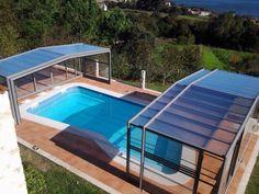 Esta cubierta alta y telescópica permite disfrutar de la piscina en cualquier ocasión.