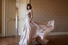 Íme a teljes Daalarna MIRROR esküvői kollekció Wedding Inspiration, Mirror, Wedding Dresses, Check, Fashion, Bride Dresses, Moda, Bridal Gowns, Fashion Styles