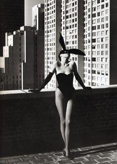 ELSA PERETTI FOTOGRAFADA POR HELMUT NEWTON, 1975
