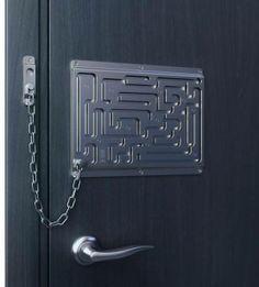 Criatividade até para trancar a casa. É isso que apreciamos!