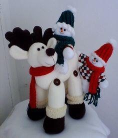 Cute snowmen on reindeer Christmas Sewing, Christmas Fabric, Christmas Snowman, Christmas Projects, Christmas Ornaments, Felt Doll Patterns, Felt Crafts Patterns, 242, Felt Dolls