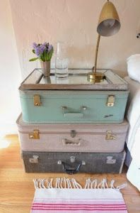 reciclar maletas como mesa de noche