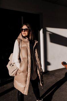 Am Modeblog zeige ich dir die schönsten Steppwesten für den Winter! Wie ich Daunenwesten am liebsten kombiniere und 3 weitere Outfit-Ideen stelle ich dir heutevor. www.whoismocca.com Casual Chic Outfits, Oversize Pullover, Fashion Bloggers, Fashion Trends, Outfit Of The Day, Winter Jackets, Street Style, Interior, Shopping