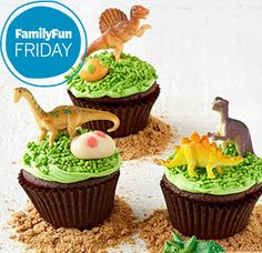 Dinosaur Birthday Cupcake Desserts - Dino Bites: The plastic dinosaurs on these cupcakes do double-duty as treat toppers and party favors. Dinosaur Birthday Party, 3rd Birthday Parties, Birthday Bash, Birthday Cakes, Birthday Ideas, Third Birthday, Cupcakes Bonitos, Teenager Party