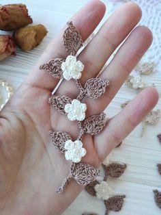 Flowers on the branch pattern etsy Irish Crochet Patterns, Crochet Motif, Crochet Designs, Crochet Small Flower, Crochet Flowers, Crochet Bouquet, Diy Collier, Diy Crafts Crochet, Thread Crochet