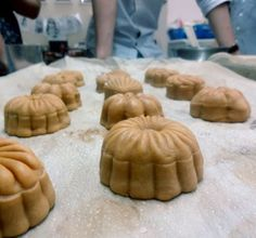 Bánh nướng Trung Thu nhỏ thành hình http://gato.com.vn/hoc-lam-banh-trung-thu/#!