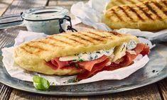 Grillbrote mit Kräuterdip Rezept: Kleine Brote aus Hefeteig, dazu ein leckerer Dip mit frischen Kräutern - Eins von 7.000 leckeren, gelingsicheren Rezepten von Dr. Oetker!