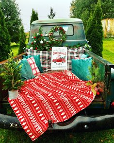 Family Christmas Pictures, Christmas Tree Farm, Holiday Pictures, Christmas Minis, Christmas Photo Cards, Christmas Photos, Christmas Truck, Family Photos, Sweet Sixteen