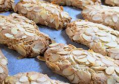 Greek Sweets, Greek Desserts, Biscuit Cookies, Biscuit Recipe, Almond Recipes, Greek Recipes, Almond Meal Cookies, Amaretti Cookies, Best Keto Bread
