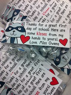 "Kissing Hand Treat bag Tag Freebie- ""kisses from my hands to yours"" #backtoschool #kissinghand #kindergarten #firstdayofschool"