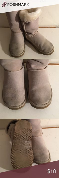 UGG CLASSIC TALL 5815 FUR LINED BOOTS LADIES 8 PREOWNED WORN GOOD CONDITION  FUR SOFT AND FULL LEATHER GOOD NICE BOOTS LADIES CLASSIC TALL 5815 UGG Shoes Winter & Rain Boots