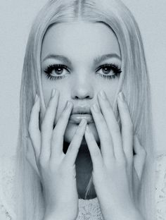 Those lashes, that pout. Daphne Groeneveld.