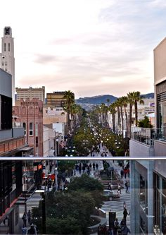 The Third Street Promenade attracts many pedestrians from all over the world.