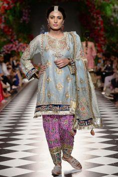 Pakistani Fancy Dresses, Pakistani Bridal Dresses, Party Dresses Online, Bridal Dress Design, Himmelblau, Indian Designer Wear, How To Look Classy, Wedding Party Dresses, Wedding Designs