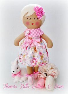 muñequita Doll Clothes Patterns, Doll Patterns, Raggy Dolls, Tilda Toy, Sewing Stuffed Animals, Sewing Dolls, Felt Diy, Soft Dolls, Doll Crafts
