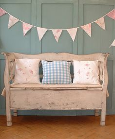 not owning this distressed storage bench is distressing me ;-)
