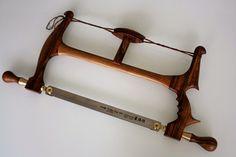 Gestellsäge aus Walnuss mit ergonoimischen Griff, für 40cm Sägeblätter