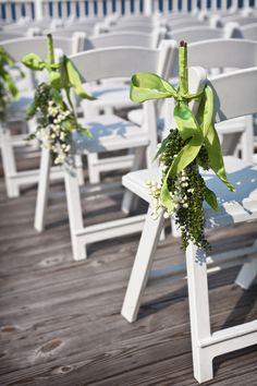 So Lovely! <3 navy green baltimore preppy wedding4 275x412 Lauren + Ryans Preppy Baltimore Wedding (Part 1)