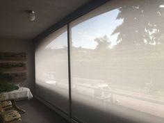 Ritsscreen geplaatst op een balkon.  #ritsscreen #screen #zipscreen #schijnel #swelacollectie #screenopbalkon #jvszonwering #swela #wittedoek #scherp #screendiscount