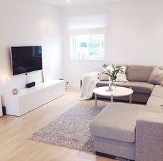 How To Live A Simple Minimalist Life Minimalist Living Room