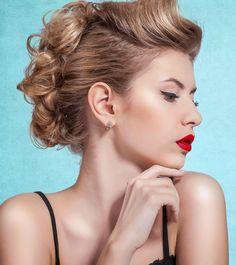 Frisur: Ausgefallene Hochsteckfrisur für halblange Haare