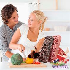 Proteinové tyčinky se 100% přírodním složením byly vyvinuty tak, aby dodaly do organismu základní výživné složky bez zbytečných kalorií. Jsou ideální jako malá svačina, ať už v případě, kdy se nestíháme najíst, nebo když máme chuť na sladké bez výčitek. Díky vysokému podílu proteinů a nízkému GI udržují nízkou hladinu cukru v krvi, rychle zaženou hlad a postupně uvolňují energii na dlouho dobu. Sladkost vhodná pro diabetiky. Ovocná nebo čokoládová varianta tyčinky.