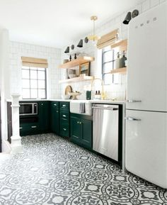 If you're gravitating toward an unexpected color or if you want to try an on-trend pattern, you can do it with all of the modern kitchen flooring options that are out there. Here are some ideas and tips. Green Kitchen, New Kitchen, Kitchen Living, Kitchen Modern, Kitchen Post, Cheap Kitchen, Minimalist Kitchen, Country Kitchen, Living Rooms