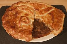 Traditional Steak & Ale Pie - A Sample of the Pie Steak Pie Recipe, Steak Ale Pie, Steak And Ale, Pie Recipes, Cooking Recipes, Savory Tart, Looks Yummy, Pie Dessert, Traditional