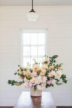 5 Things: Erin Benzakein of Floret Flower Farm – Greige Design Wedding Flower Arrangements, Floral Arrangements, Wedding Flowers, Cut Flower Garden, Flower Farm, Flower Gardening, White Flowers, Beautiful Flowers, Spring Flowers