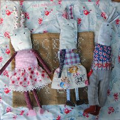 Am obsessed with these little dolls. Animal Sewing Patterns, Doll Patterns, Tiny Dolls, Soft Dolls, Fabric Toys, Fabric Scraps, Homemade Dolls, Sewing Stuffed Animals, Textile Fiber Art