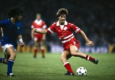 Italy 2 Denmark 0 in 1988 in Cologne. Michael Laudrup tries a bit of invention to kick start Denmark in Group A at Euro National Football Teams, Football Pictures, Vintage Football, Football Players, Fifa, Athlete, Kicks, Soccer, Costumes