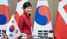 """여론조사 종합/ 박근혜 대통령 지지율 17.5%… """"하야 또는 탄핵"""" 42.3%"""