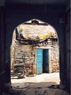 No Rest For the Wayfaring: The streets of Jodhpur in the afternoon