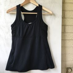 Fabletics workout tank EUC - only worn twice. Cute lines, with a A-line hem. A great shape and feel. Cute mesh back (top half) Attached bra; missing cup inserts. Fabletics Tops Tank Tops