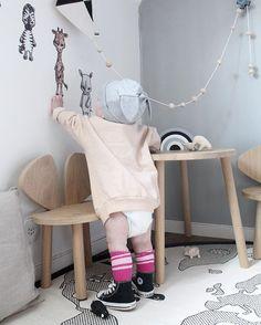Bakom kulissen. När dagens väggar är fotade: Love röjer runt, hänger med Jax & de andra kompisarna i savanngänget❕ 〰〰〰〰〰〰〰〰〰〰〰 #stickstay #stickers #wallstickers #barnrum #kidsroom #barnrumsinredning #kidsdecor  #finabarnsaker #kidsinterior #kidsdesign #kidsperation #barneroom #inspirationforpojkar #kidsinspo #kidsdeco  #video #kidsperation #animal #friends #love