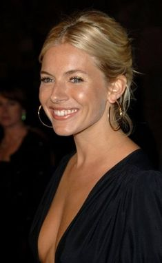 Sienna Miller Frisuren - New Sites Style Sienna Miller, Sienna Miller Hair, Beauté Blonde, Easy Hairstyles For School, Corte Y Color, Looks Chic, Beautiful Actresses, Pretty Face, Hair Inspiration