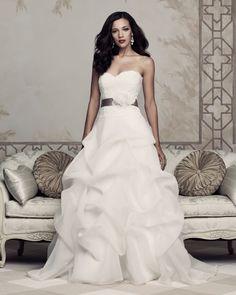maravillosos y elegantes vestidos de novia de @Paloma_Blanca