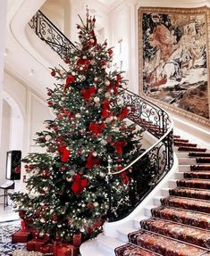 news Archives – This Is Glamorous - weihnachten-neujahr Christmas Mood, Merry Little Christmas, Noel Christmas, Christmas Ideas, Xmas, Christmas Tree Gold And Red, Christmas Tree Inspo, Christmas Fashion, Modern Christmas