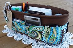 Purse organizer with step-by-step photo tutorial.  From http://jennycantsleep.blogspot.com/