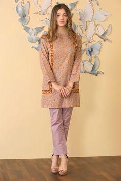 Girls Dresses Sewing, Stylish Dresses For Girls, Simple Dresses, Casual Dresses, Fashion Dresses, Stylish Girl, Casual Wear, Casual Outfits, Beautiful Pakistani Dresses
