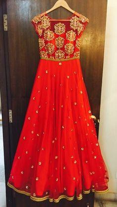 15 Best Ideas For Indian Bridal Lehenga Red Beautiful Colour Indian Bridal Lehenga, Indian Gowns, Indian Attire, Indian Outfits, Indian Look, Indian Ethnic Wear, Hindus, Long Gown Dress, Salwar Designs