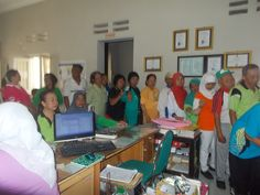 Antri Pemeriksaan kesehatan di Klinik Pratama Cordova Coat, Sewing Coat, Peacoats, Coats, Jacket