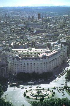 fuente de Neptuno , por supuesto, el Hotel Palace, con una de las fachadas más bonitas. Madrid.  Spain